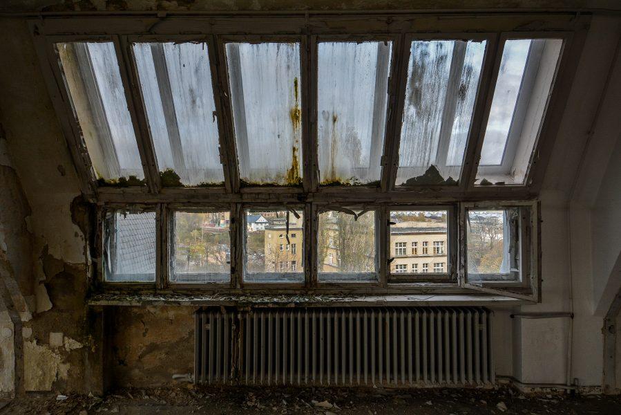 crumbling window abandoned factory maschinenfabrik georg lensch lost places urbex urban exploring abandoned germany