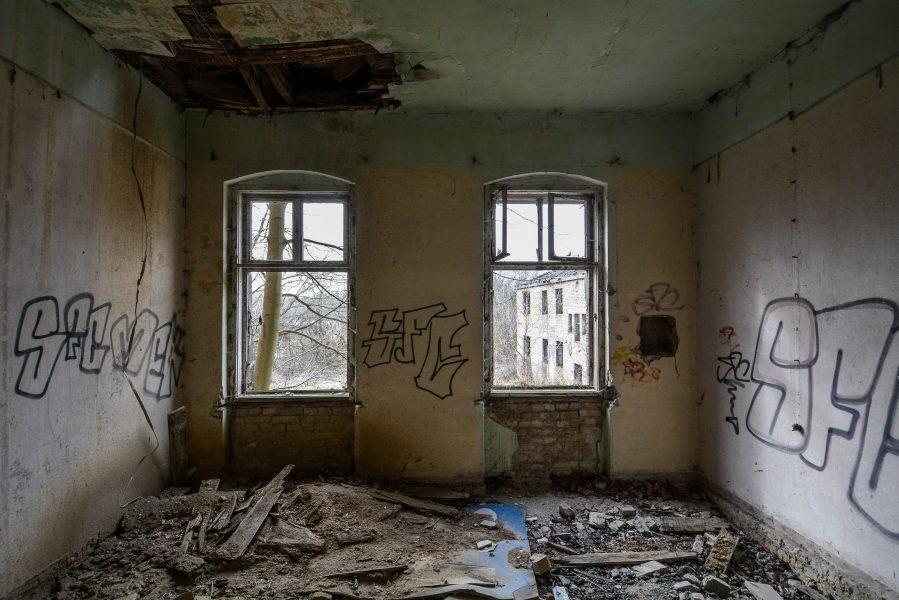 empty room zimmer gasthof zum schwarzen adler ruedersdorf brandenburg deutschland germany abandoned lost palces urbex