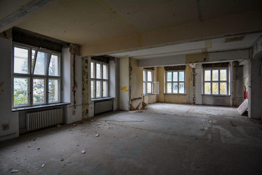 first floor windows abandoned factory maschinenfabrik georg lensch lost places urbex urban exploring abandoned germany