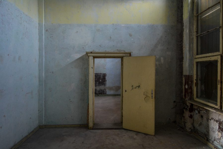 first floor yellow door villa heike DDR stasi nazi archiv berlin germany abandoned lost places urbex urban exploring