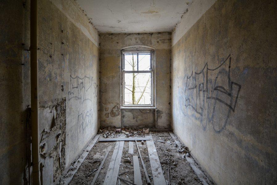 floorboards gasthof zum schwarzen adler ruedersdorf brandenburg deutschland germany abandoned lost palces urbex