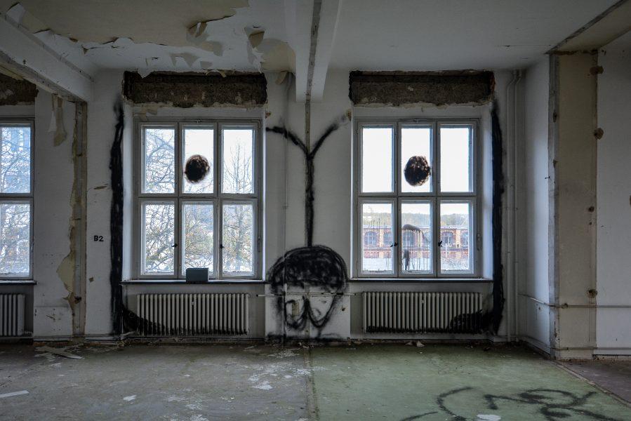 graffiti beaver window maschinenfabrik georg lensch lost places urbex urban exploring abandoned germany