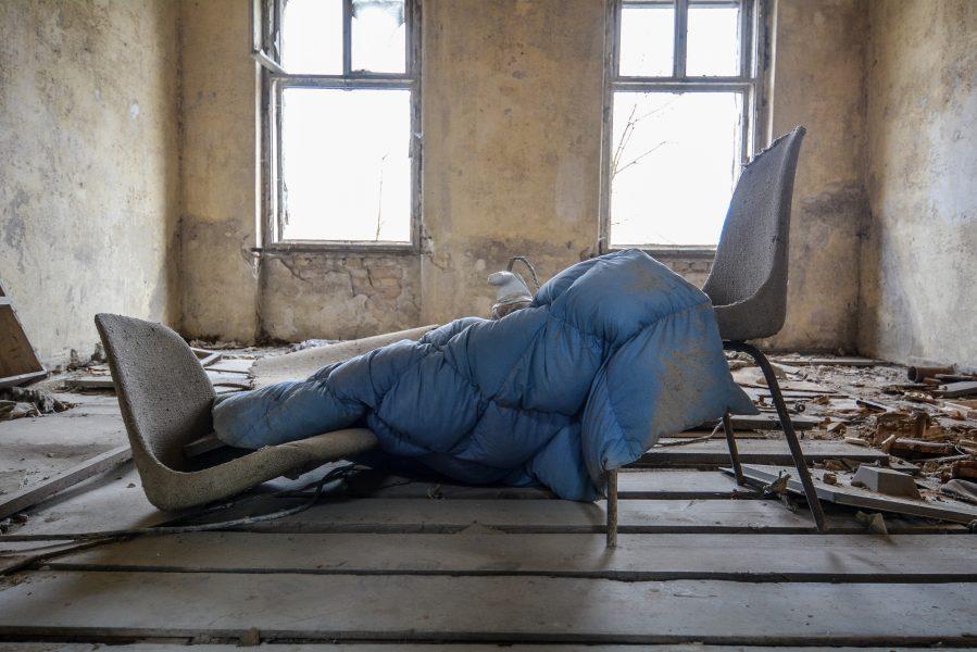 makeshift bed gasthof zum schwarzen adler ruedersdorf brandenburg deutschland germany abandoned lost palces urbex