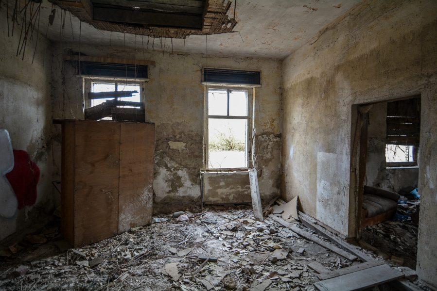 upper floor room gasthof zum schwarzen adler ruedersdorf brandenburg deutschland germany abandoned lost palces urbex