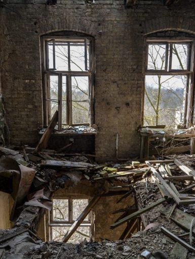 upper floor rotten gasthof zum schwarzen adler ruedersdorf brandenburg deutschland germany abandoned lost palces urbex