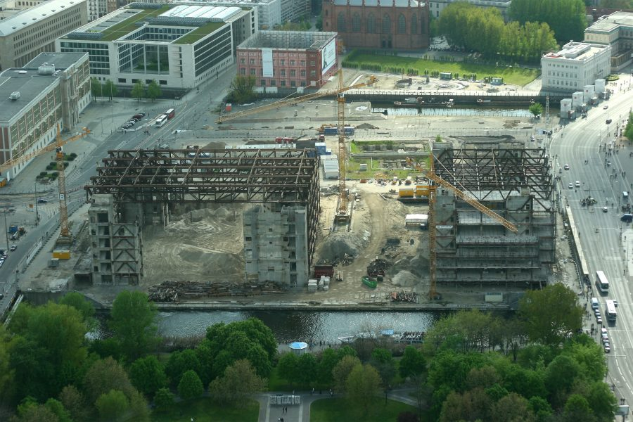 Tearing down the Palast der Republik in 2008 | Photo by: Thomas Wolf CC BY-SA 3.0