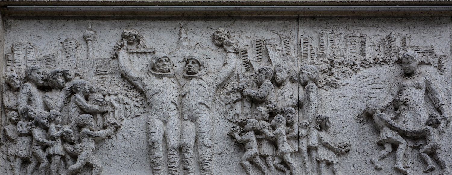 25 jahre weltraumflug 1986 fries der sozialistischen Geschichte Berlins Gerhard Thieme socialist history of berlin relief frieze berlin germany socialsim communism east berlin east germany ddr