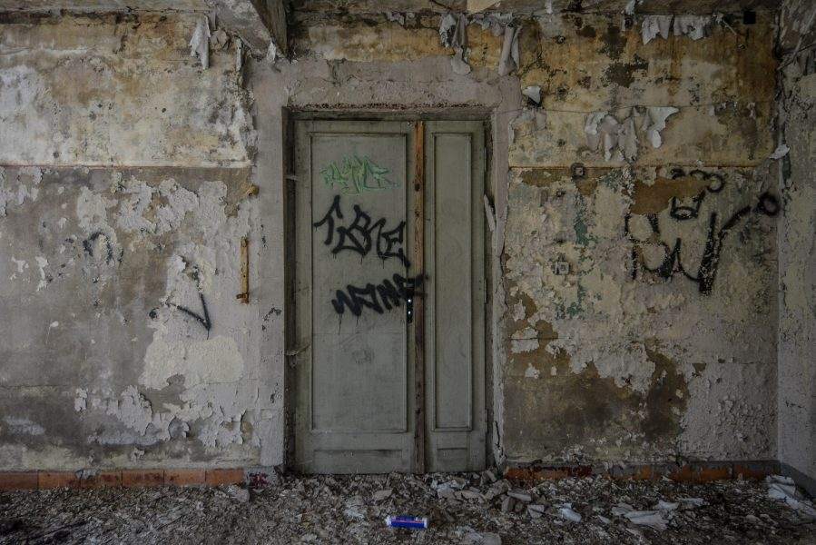 ss bath house boiler room door kz sachsenhausen concentration camp germany abandoned urbex lost places ss heizwerk badehaus