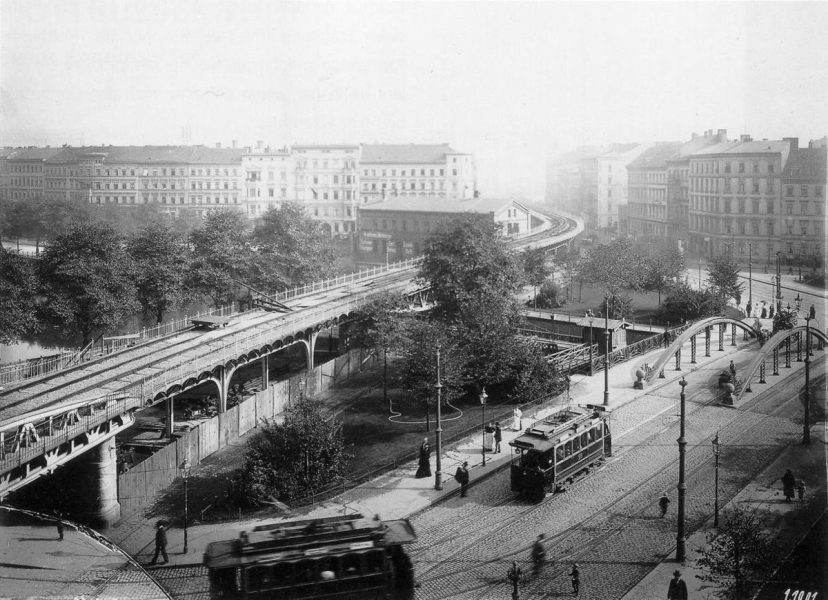 Construction of the elevated rail of the Berlin U-Bahn at Wassertorplatz - circa 1901