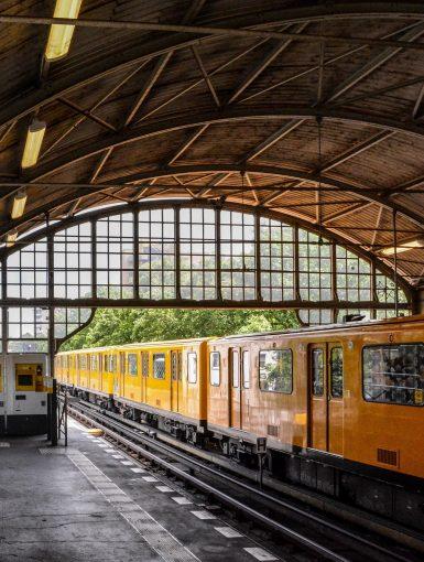 froschkönig frog prince prinzenstrasse ubahn u1 berlin kreuzberg deutschland germany train