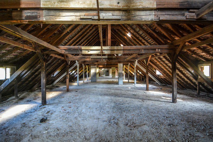 attic oranienburg kz sachsenhausen nazi ss germany barracks ss Hundertschaftsgebaeude lost places abandoned urbex urban exploring