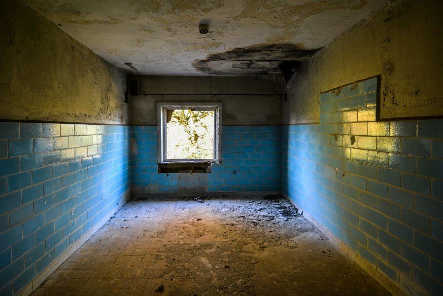 blue room oranienburg kz sachsenhausen nazi ss germany barracks ss Hundertschaftsgebaeude lost places abandoned urbex urban exploring