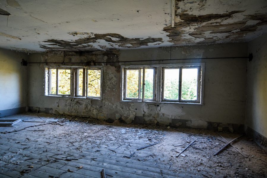 crumbling ceiling oranienburg kz sachsenhausen nazi ss germany barracks ss Hundertschaftsgebaeude lost places abandoned urbex urban exploring