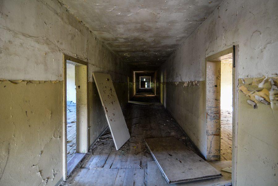 hallway oranienburg kz sachsenhausen nazi ss germany barracks ss Hundertschaftsgebaeude lost places abandoned urbex urban exploring