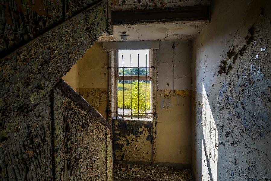 lower staircase oranienburg kz sachsenhausen nazi ss germany barracks ss Hundertschaftsgebaeude lost places abandoned urbex urban exploring