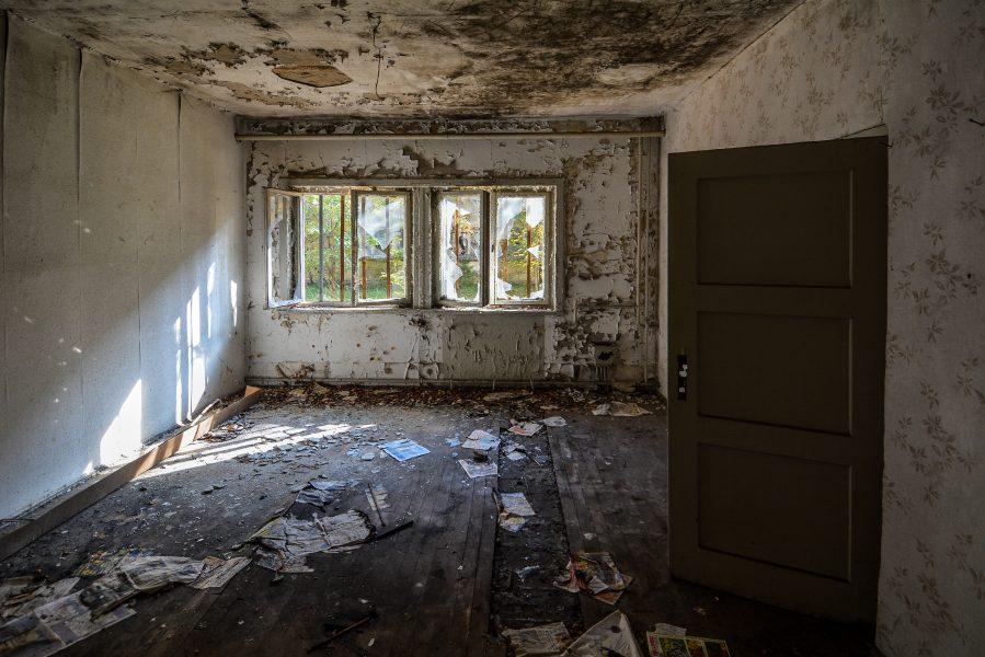 peeling paint room oranienburg kz sachsenhausen nazi ss germany barracks ss Hundertschaftsgebaeude lost places abandoned urbex urban exploring