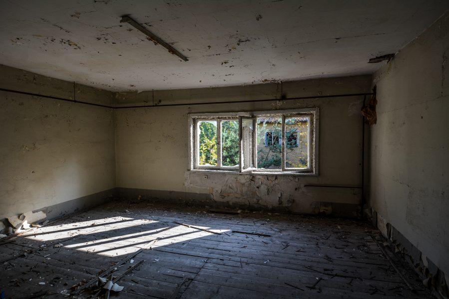 shadows room oranienburg kz sachsenhausen nazi ss germany barracks ss Hundertschaftsgebaeude lost places abandoned urbex urban exploring