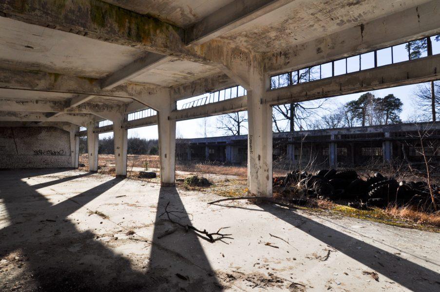 interior abandoned soviet nazi military tank garage eberswalde artillerie kaserne soviet artillery barracks brandenburg lost places urbex abandoned germany