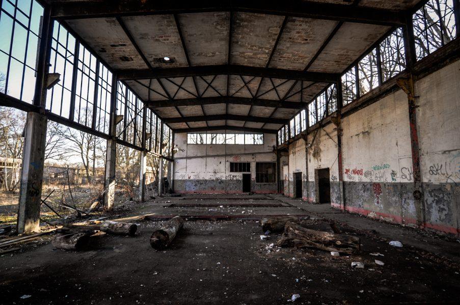 nazi soviet military garage interior eberswalde artillerie kaserne soviet artillery barracks brandenburg lost places urbex abandoned germany