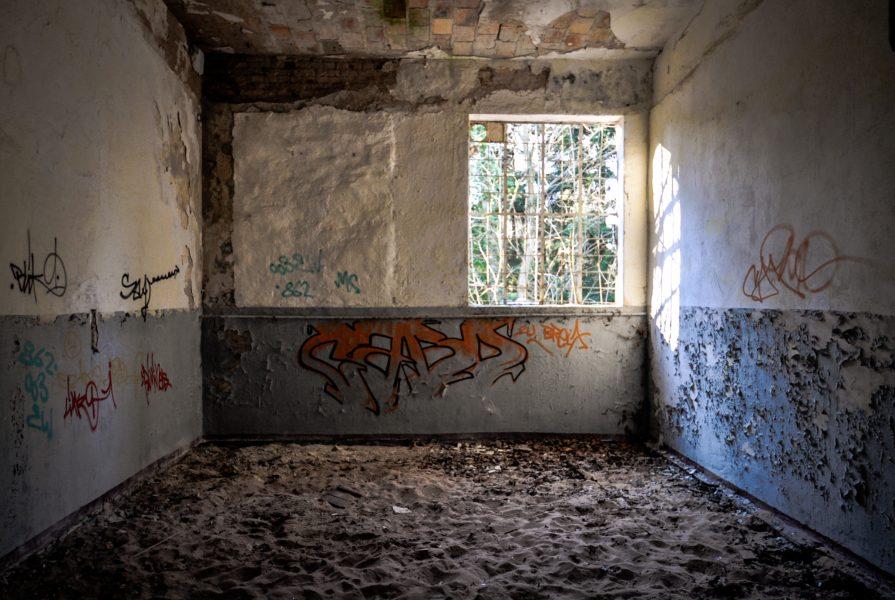 soviet military base blue walls room sand eberswalde artillerie kaserne soviet artillery barracks brandenburg lost places urbex abandoned germany