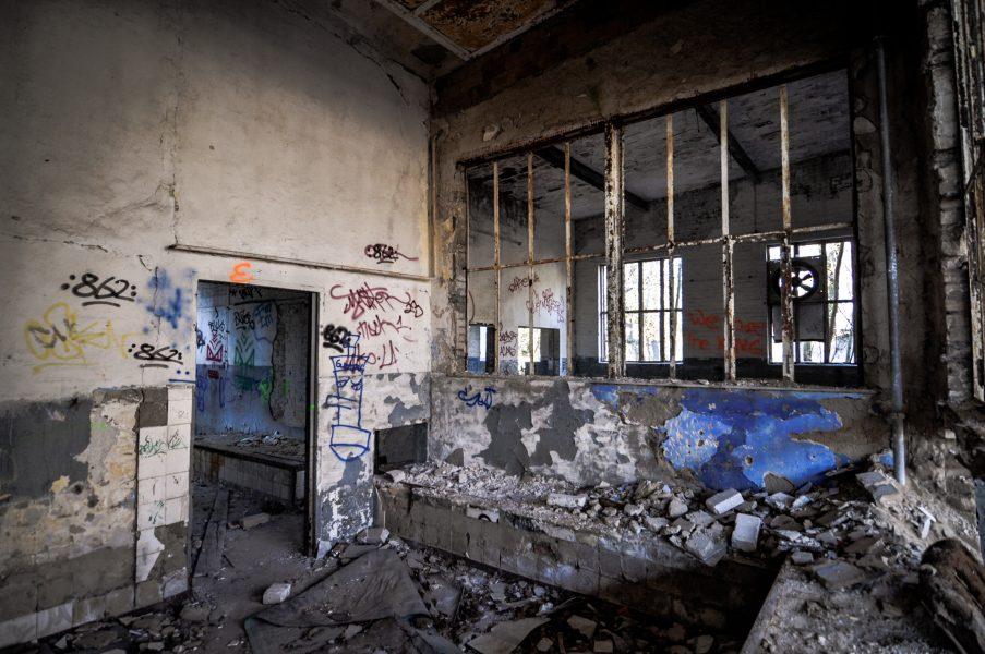 soviet military base blue wall eberswalde artillerie kaserne soviet artillery barracks brandenburg lost places urbex abandoned germany