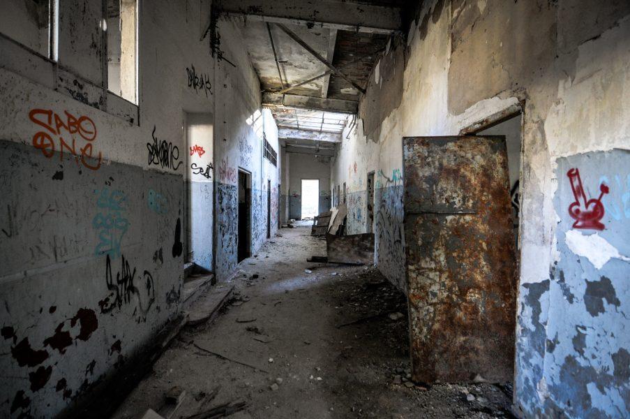soviet military base garage hallway eberswalde artillerie kaserne soviet artillery barracks brandenburg lost places urbex abandoned germany