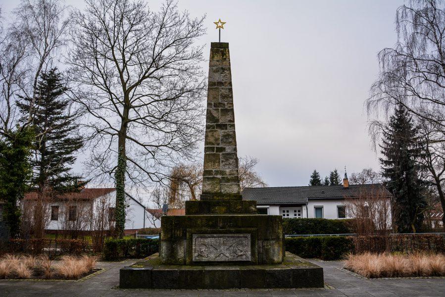 sowjetisches ehrenmal berlin kaulsdorf soviet war memorial berlin kaulsdorf germany deutschland obelisk