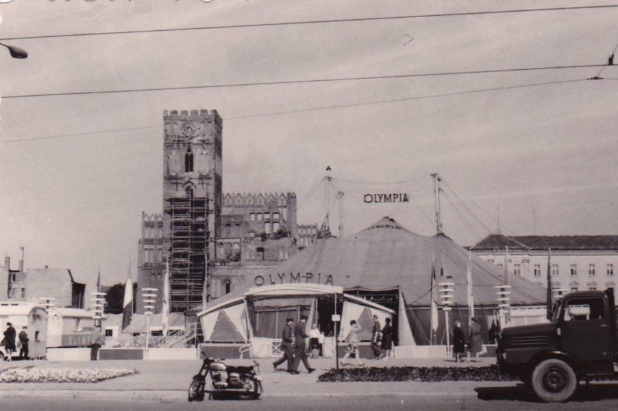 Circus Olympia on the current (2019) Brunnenplatz in the Karl-Marx-Street, Frankfurt (Oder) | May 1967, Otto Schmidt, Nordhausen