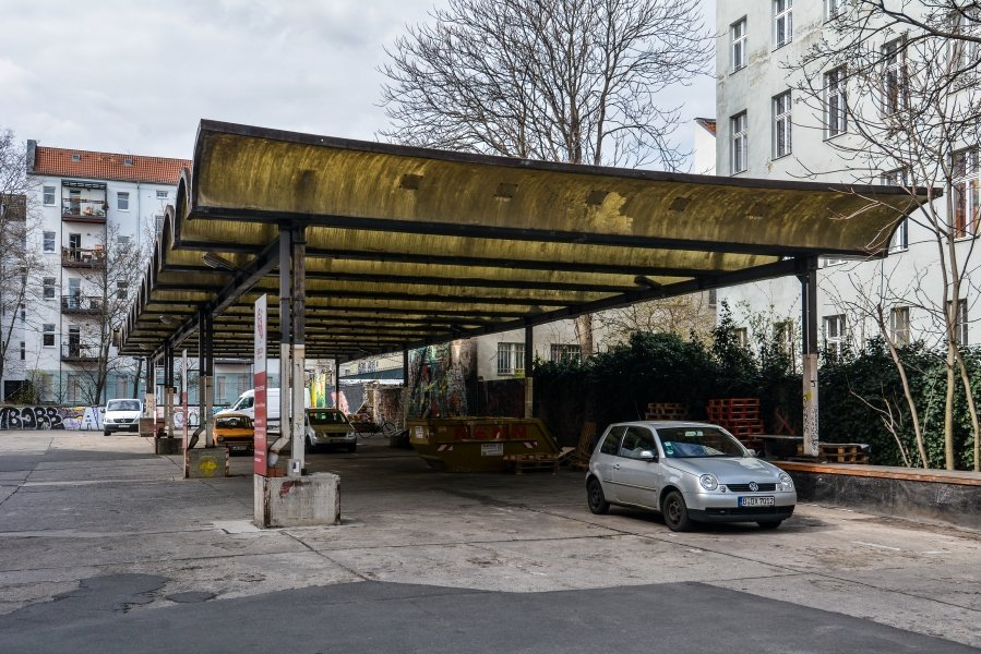 car port border roof grenzdach bornholmer strasse border crossing prenzlauer berg berlin germany east germany