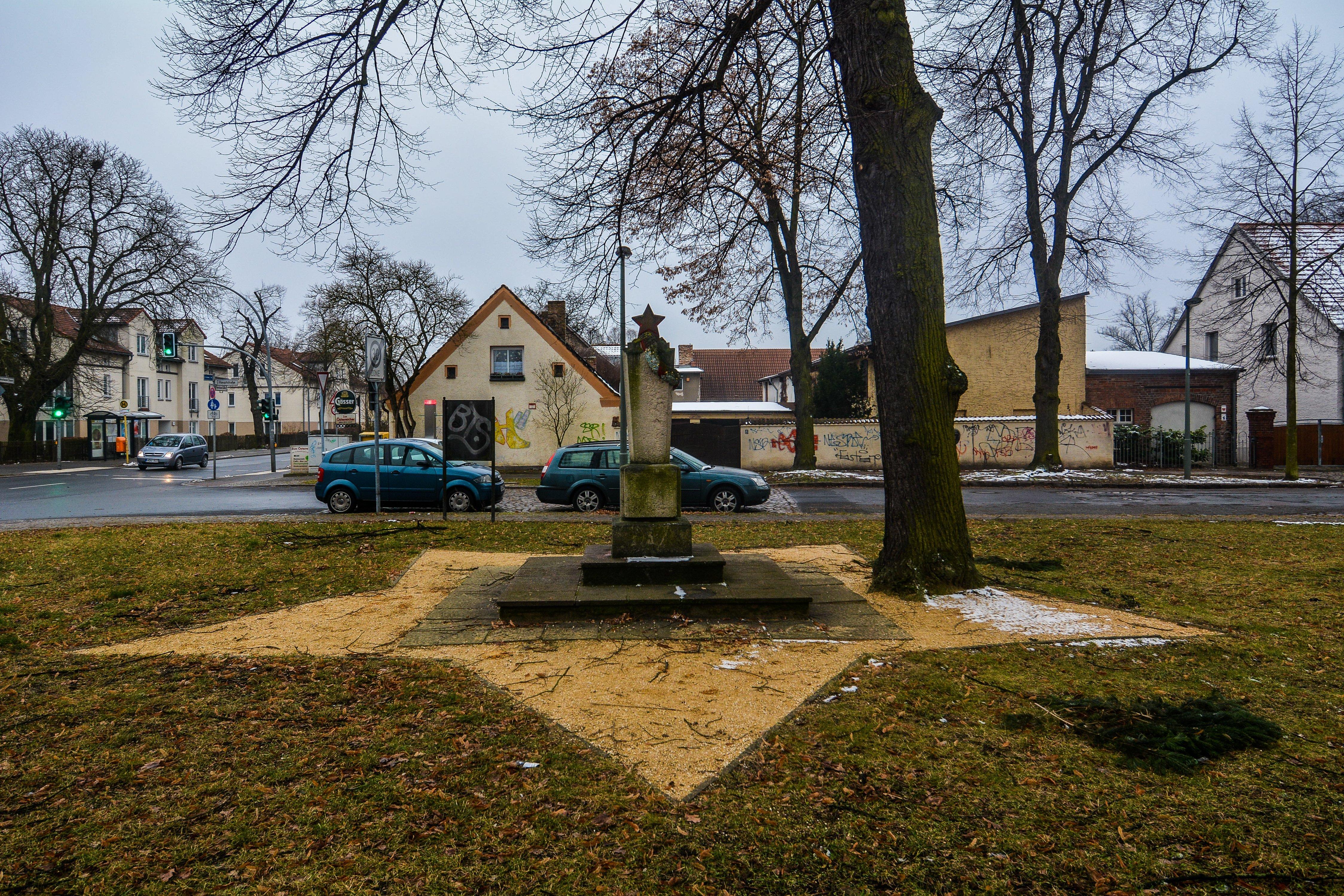 soviet war memorial staaken sowjetisches ehrenmal staaken berlin germany deutschland koenigstein preussen rotern stern red star