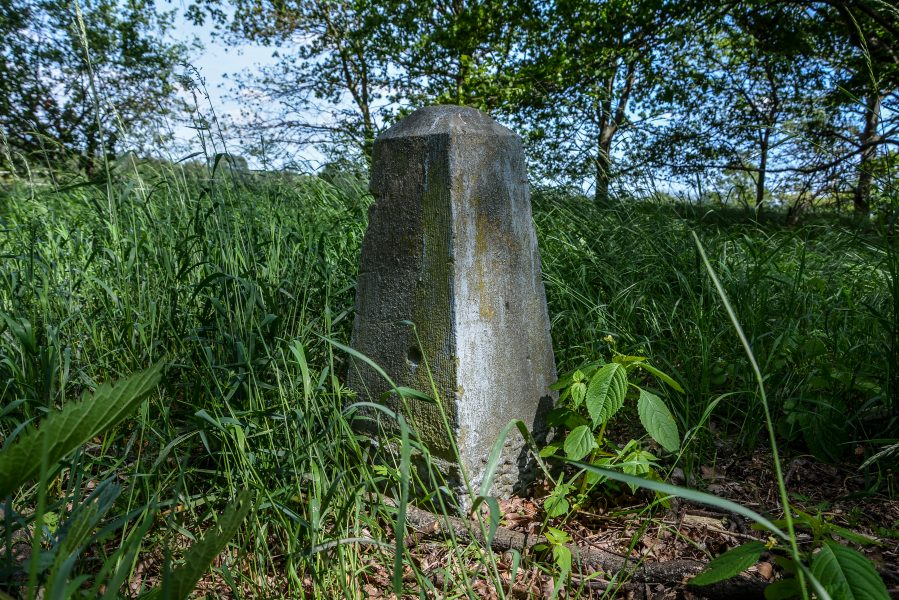 stone pillar white maria weise maria weise madonna rohrbeck brandenburg abandoned urbex lost places world war one memorial