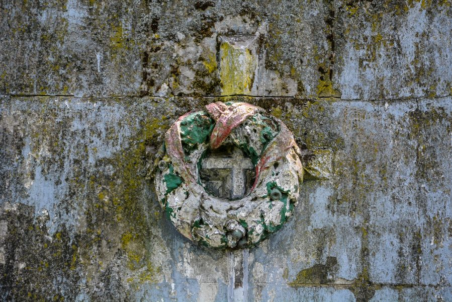 weise maria white maria stone wreath rohrbeck brandenburg abandoned urbex lost places world war one memorial