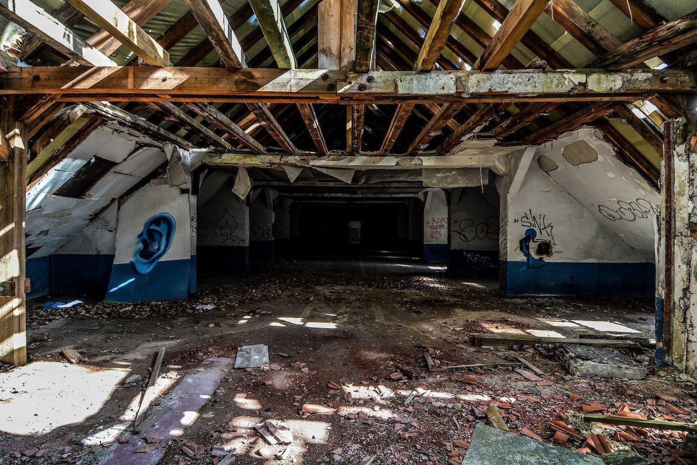 attic street art graffiti nazi soviet military base abandoned urbex urban exploring loewen adler kaserne elstal wustermark roter stern kaserne germany lost places