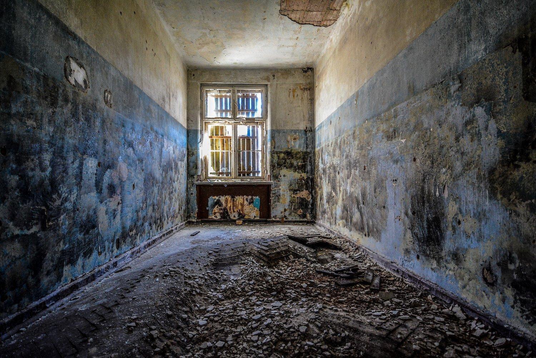 blue walls mold nazi soviet military base abandoned urbex urban exploring loewen adler kaserne elstal wustermark roter stern kaserne germany lost places