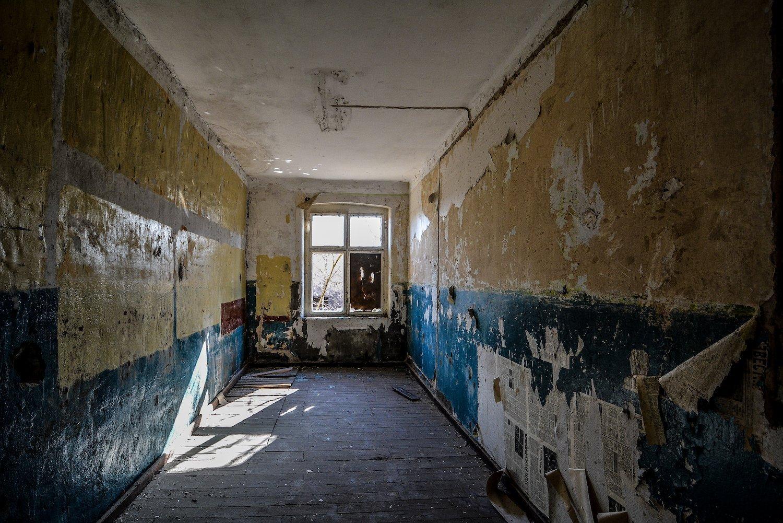 blue walls newspaper wallpaper nazi soviet military base abandoned urbex urban exploring loewen adler kaserne elstal wustermark roter stern kaserne germany lost places