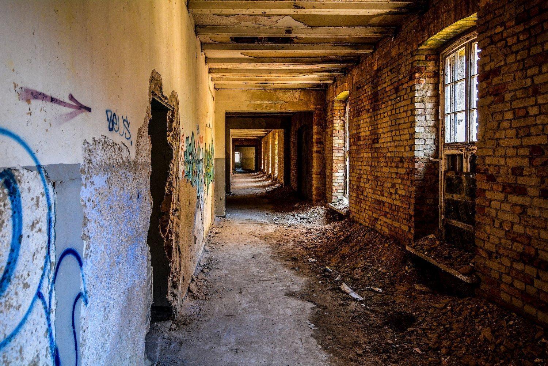 brick walls hallway nazi soviet military base abandoned urbex urban exploring loewen adler kaserne elstal wustermark roter stern kaserne germany lost places