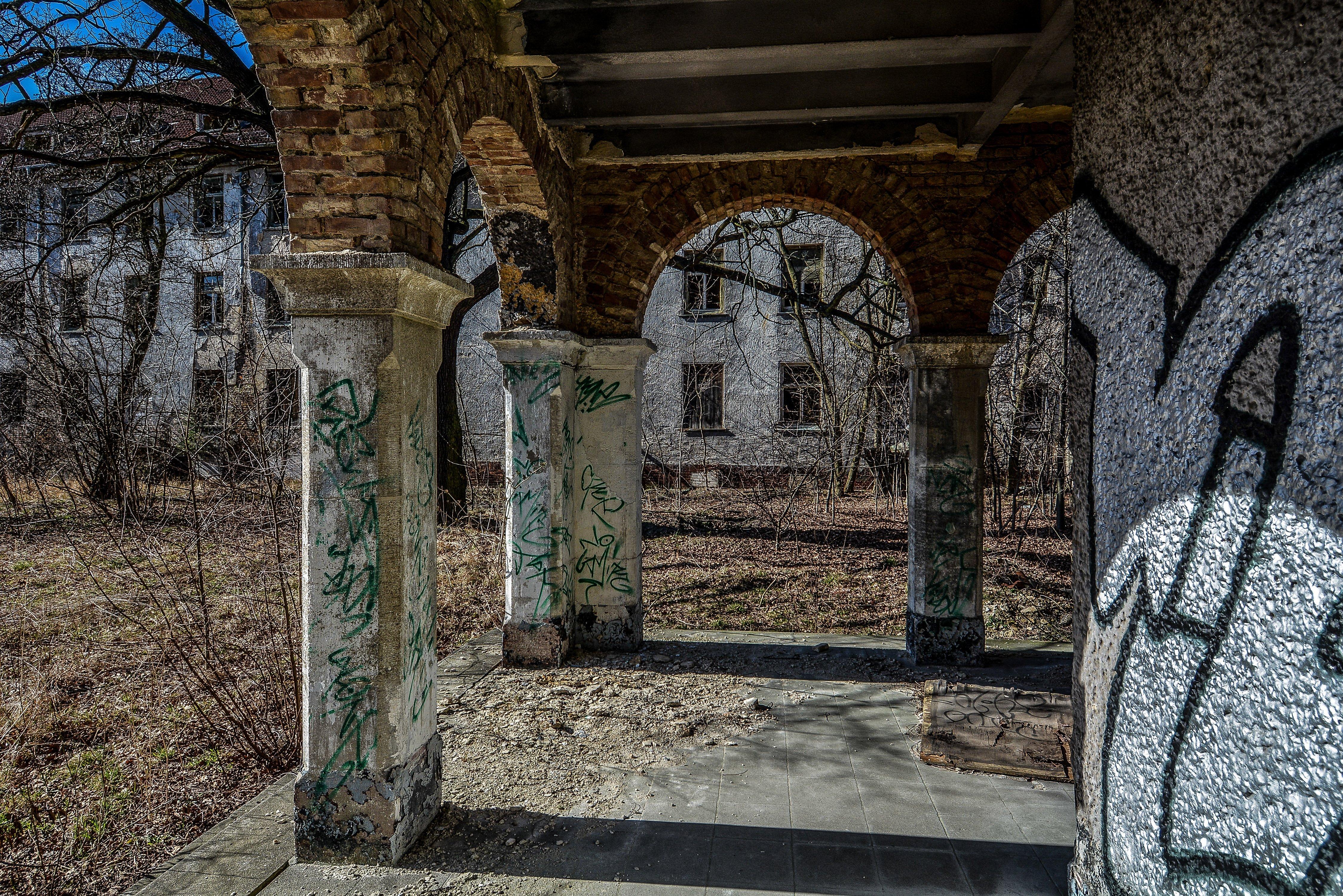 columns nazi soviet military base abandoned urbex urban exploring loewen adler kaserne elstal wustermark roter stern kaserne germany lost places