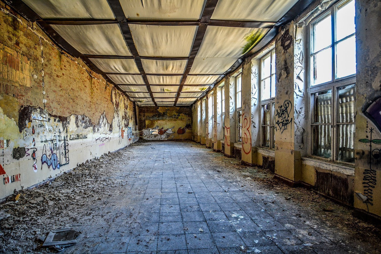 crumbling hallway nazi soviet military base abandoned urbex urban exploring loewen adler kaserne elstal wustermark roter stern kaserne germany lost places