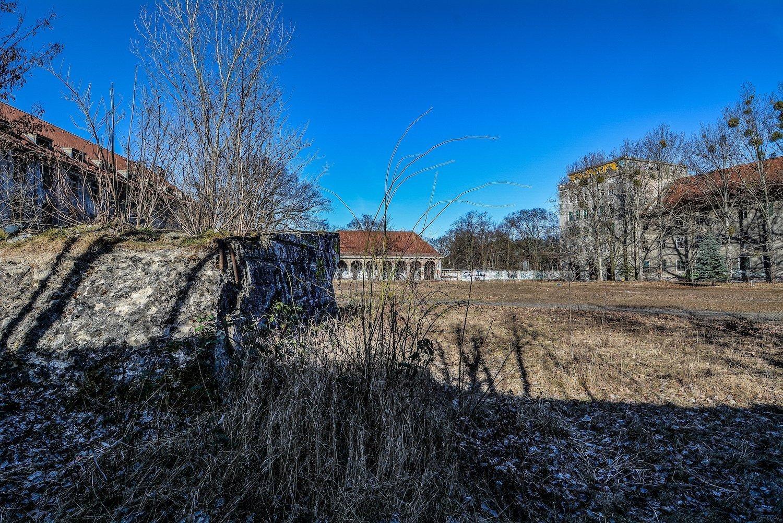 denkmal monument platform nazi soviet military base abandoned urbex urban exploring loewen adler kaserne elstal wustermark roter stern kaserne germany lost places