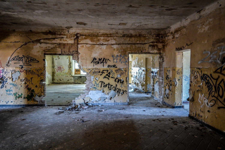 doorway doors graffiti nazi soviet military base abandoned urbex urban exploring loewen adler kaserne elstal wustermark roter stern kaserne germany lost places