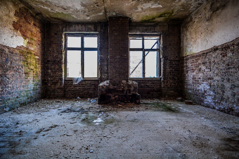 fire place nazi soviet military base abandoned urbex urban exploring loewen adler kaserne elstal wustermark roter stern kaserne germany lost places