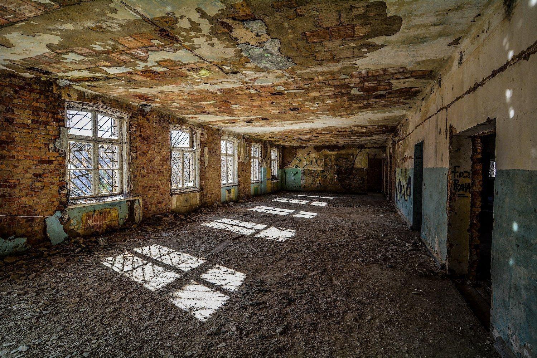 five windows crumbling floor nazi soviet military base abandoned urbex urban exploring loewen adler kaserne elstal wustermark roter stern kaserne germany lost places