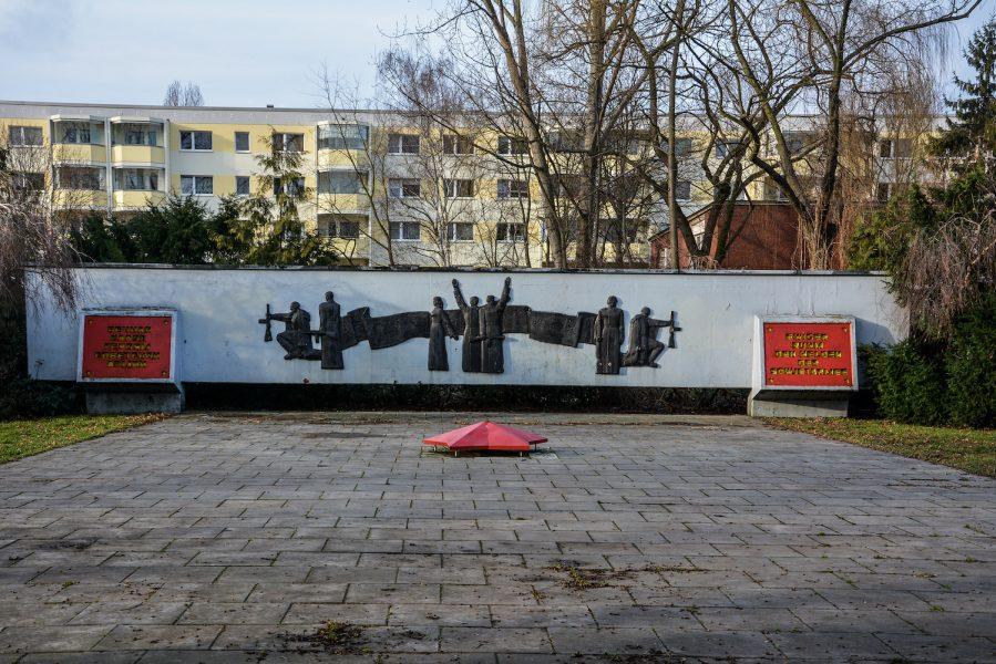 front side sowjetisches ehrenmal hohenschönhausen berlin soviet war memorial germany