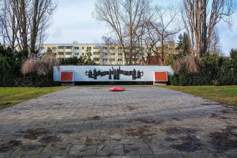 front view sowjetisches ehrenmal hohenschönhausen berlin soviet war memorial germany