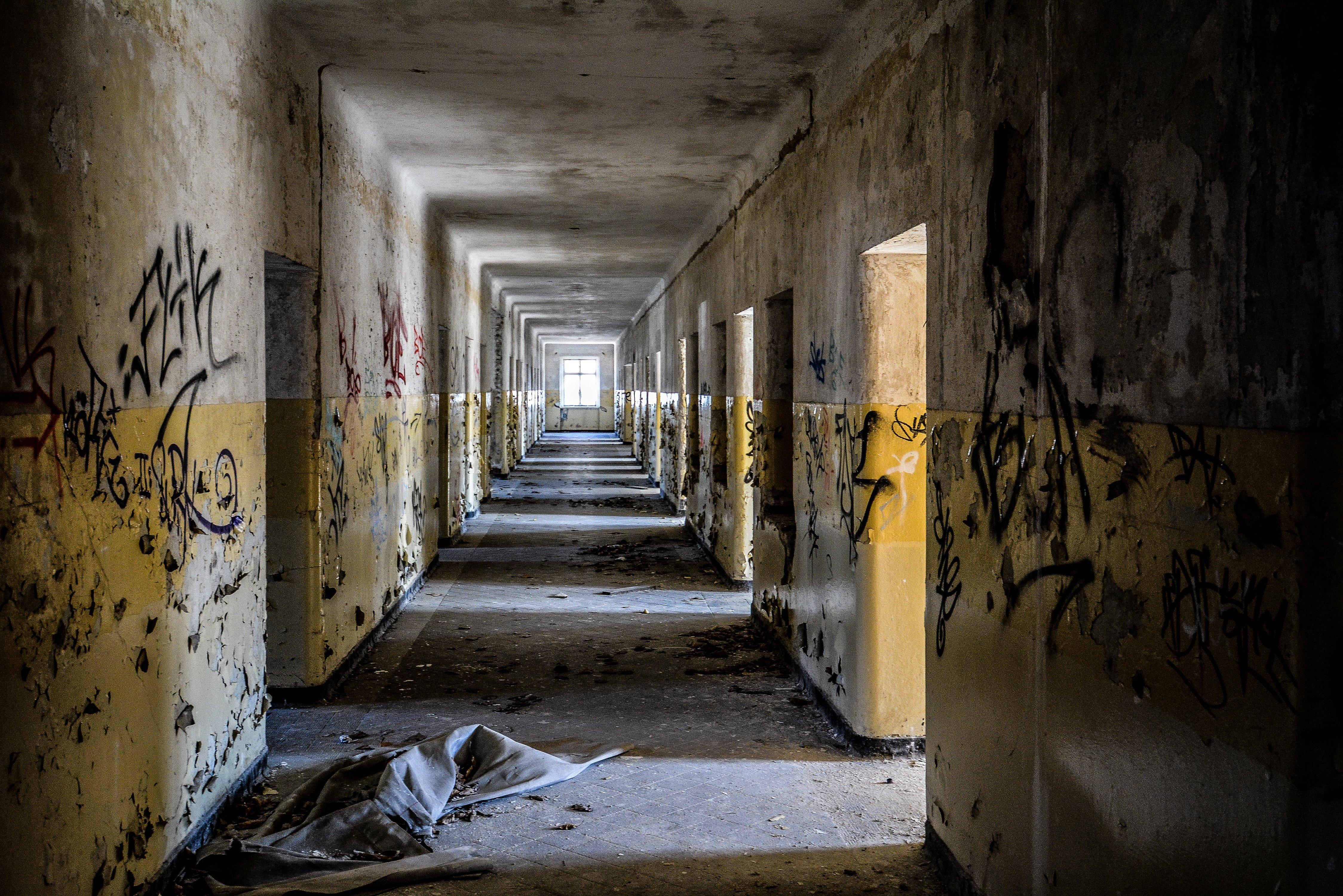 graffiti hallway nazi soviet military base abandoned urbex urban exploring loewen adler kaserne elstal wustermark roter stern kaserne germany lost places