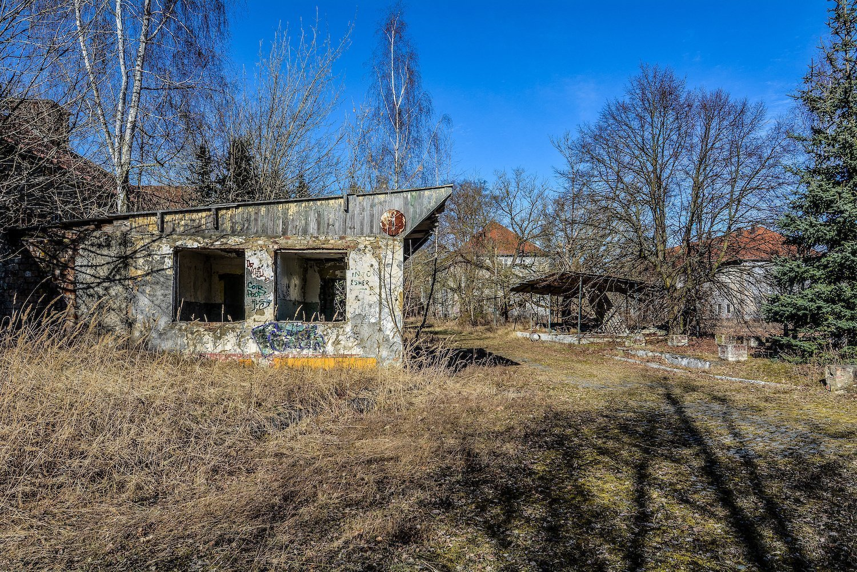 guard house nazi soviet military base abandoned urbex urban exploring loewen adler kaserne elstal wustermark roter stern kaserne germany lost places