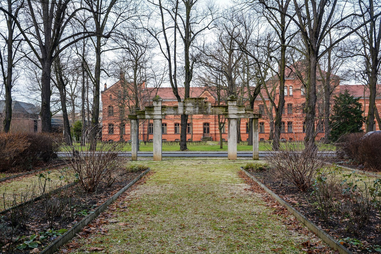 hospital view sowjetisches ehrenmal herzbergstr soviet war memorial berlin