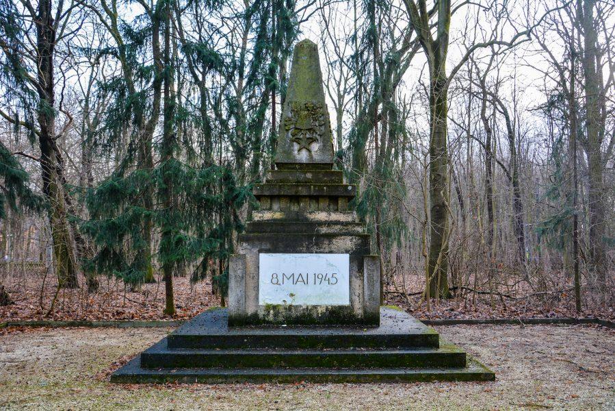 memorial sowjetisches ehrenmal herzbergstr soviet war memorial berlin