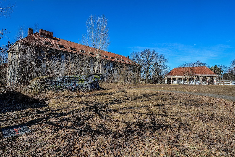 military barracks main plaza nazi soviet military base abandoned urbex urban exploring loewen adler kaserne elstal wustermark roter stern kaserne germany lost places