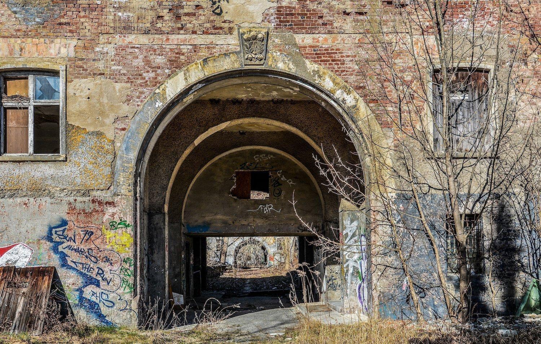 military base entrance arch nazi soviet military base abandoned urbex urban exploring loewen adler kaserne elstal wustermark roter stern kaserne germany lost places